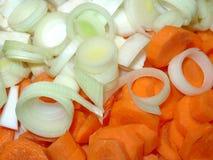 Zwiebeln und Karotten Stockfoto