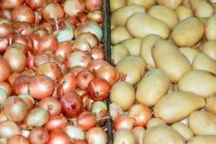 Zwiebeln und Kartoffeln Lizenzfreie Stockfotografie
