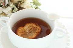 Zwiebelsuppe in der weißen Schale Stockfoto