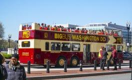 Zwiedzająca wycieczka turysyczna autobusem przy washington dc KOLUMBIA, KWIECIEŃ - 7, 2017 - washington dc - Obrazy Royalty Free