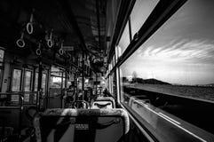 Zwiedzający autobusu plecy od Tomonoura fotografia stock