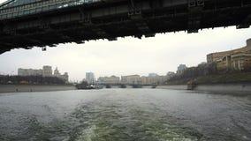 Zwiedzająca wycieczka turysyczna na rzece zbiory wideo
