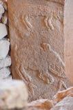 Zwierzę postacie rzeźbić na steli obrazy stock