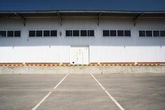 Zwierzęcej karmy fabryki magazyn Nowożytny przemysłowy budynek w słońcu Obraz Stock