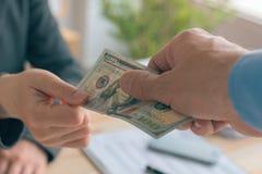 Zwijggeld en corruptie in bedrijfsconcept royalty-vrije stock afbeelding