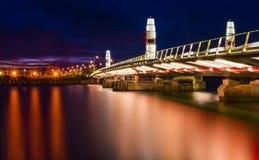 Zwilling segelt Hebebrücke und Reflexionen, Poole-Hafen in Dors Lizenzfreies Stockbild