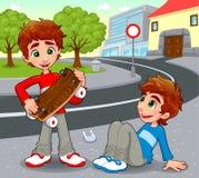 Zwillinge mit einem selbst gemachten Skateboard. Lizenzfreie Stockfotos