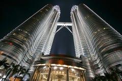 Zwillingkontrolltürme in Malasia Stockbilder