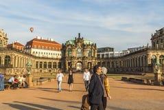 Zwinger à Dresde et montgolfière Image libre de droits