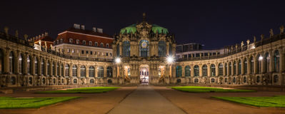 Zwinger bis zum Nacht Dresden, Deutschland lizenzfreies stockbild