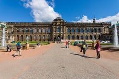 Zwinger (Dresdner Zwinger)是一个宫殿在德累斯顿,洛可可式的样式的从第17个到第19个世纪被修造了 库存照片