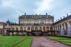 Zwinger - komplexe XVIII-XIX Jahrhunderte des Palastes und des Parks Marmorhalle lizenzfreie stockfotos