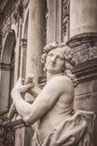 Zwinger Palast in Dresden, Deutschland Skulptur und Architektur Abbildung der roten Lilie Stockfoto