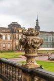 Zwinger - Paleis en Park Complexe XVIIIXIX eeuwen Weergeven van het binnenpark stock fotografie