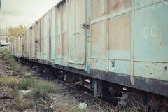 Zwischen Blockwagen des thailändischen Zugs Stockfotografie