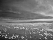 Zwischen den Wolken lizenzfreie stockfotografie