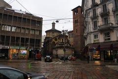 Zwischen Gebäuden Stockfotos