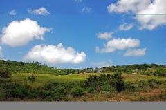 Zwischen grünen Hügeln Stockfotos