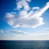 Zwischen Himmel und Meer Stockbild
