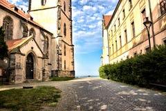 Zwischen historischen Gebäuden stockbilder