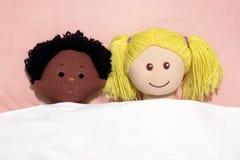 Zwischen verschiedenen Rassen Paare stockbilder