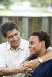 Zwischen verschiedenen Rassen Vater und Sohn stockfoto