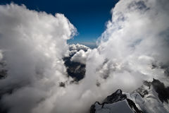 Zwischen Wolken Lizenzfreie Stockfotos
