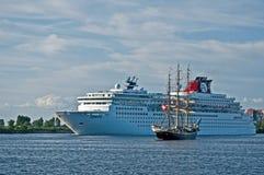 Zwischenlage und Sailship Stockbild
