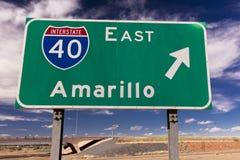 Zwischenstaatliche 40 nach Amarillo Texas auf Landstraße 40 stockfotos