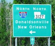 Zwischenstaatliche Zeichen nach New Orleans lizenzfreie stockfotografie