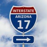 Zwischenstaatliches Zeichen mit 17 Landstraßen USA Stockfoto
