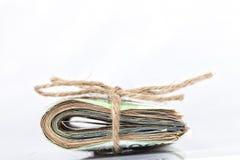 Zwitek euro rachunki wiążący z arkaną i umieszczający na bielu Fotografia Royalty Free