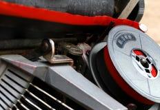 Zwitka czerwieni i czerni faborek stary maszyna do pisania Fotografia Royalty Free