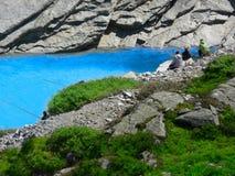 zwitserland alpen Alpien meer ` Mattmark ` Vissers met hengels royalty-vrije stock foto