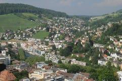 Zwitserland: De mening aan de oude stad van Baden City en Ennetbaden in kanton Aargau stock foto's