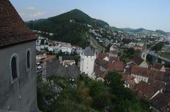 Zwitserland: De mening aan de oude stad van Baden City in kanton Aargau van chateau stock foto