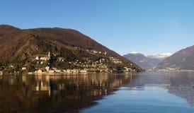 Zwitserland - Meer van Lugano. mening over Morcote. Royalty-vrije Stock Afbeeldingen