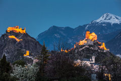 Zwitserland, Valais, Sion, Nacht van de twee Kastelen wordt geschoten dat Royalty-vrije Stock Afbeelding