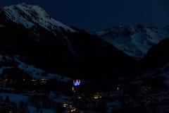 Zwitsers Bergdorp bij Nacht royalty-vrije stock foto's