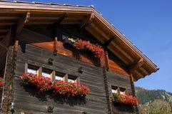 Zwitsers chalet stock afbeeldingen