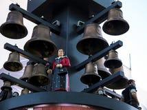 Zwitsers klokkengelui bij het Vierkant van Leicester in Londen Het was een gift van Zwitserland voor hun 400ste verjaardag wegens Royalty-vrije Stock Fotografie