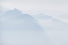 Zwitserse alpen in mist Royalty-vrije Stock Afbeelding