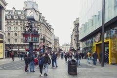 Zwitserse die Glockenspiel, free-standing klok ten westen van het Vierkant van Leicester in stad van Westminster, centraal Londen royalty-vrije stock afbeelding