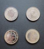 Zwitserse franken en Euro Stock Afbeeldingen