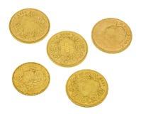 Zwitserse gouden die muntstukken op wit worden geïsoleerd Stock Fotografie