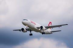 Zwitserse Luchtbus a-320 bij Maribor-luchthaven LJMB Stock Afbeeldingen