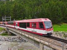 Zwitserse Trein op Spoormanieren Royalty-vrije Stock Afbeeldingen