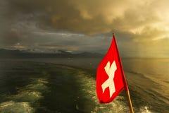 Zwitserse vlag op boot. Meer Leman Royalty-vrije Stock Afbeeldingen