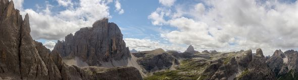 Zwoelferkofel nelle dolomia da Alpinisteig Immagine Stock
