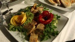 Zwolnione tempo bankiet w luksusowej restauraci z best usługowym i smakowitym jedzeniem zbiory wideo